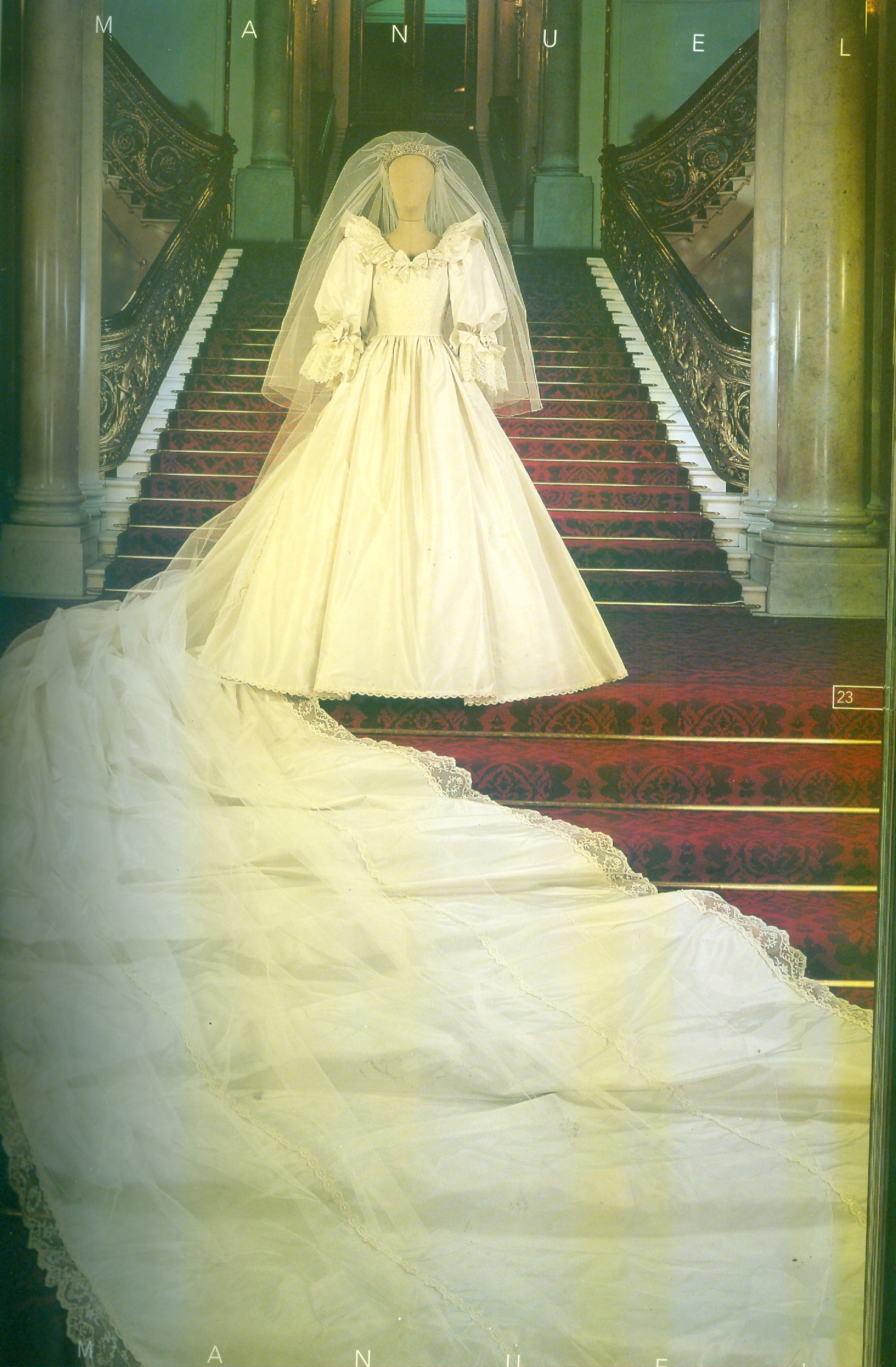 Kensington Palace Royal Wedding Dresses Book : As we wait for kate s dress a look at diana and shoes