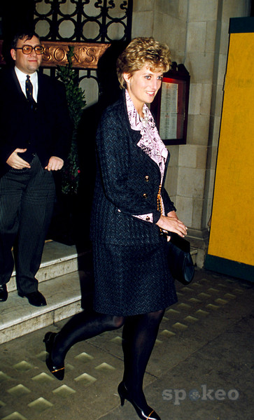Princess Diana leaving Simpson's in the Strand London 1993 after Christmas Lunch with her staff