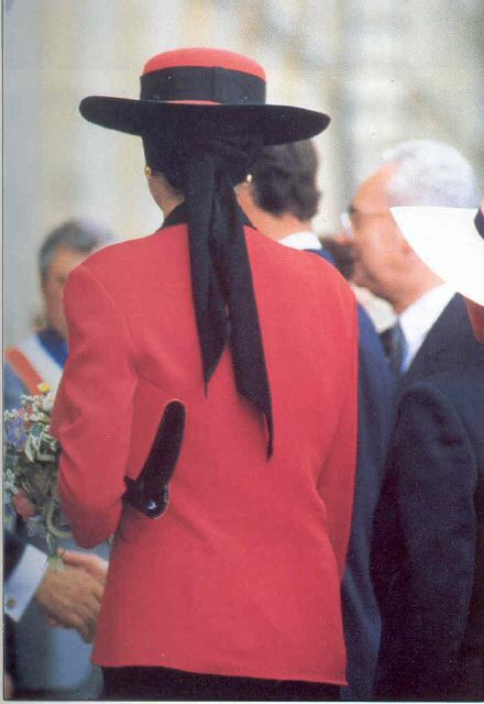 PRINCESS DIANA WEARING CHANEL COUTURE