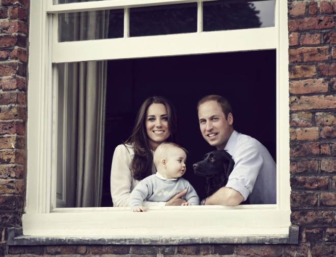 PRINCE GEORGE READY FOR AUSTRALIA TOUR WITH NEW FAMILY PHOTO