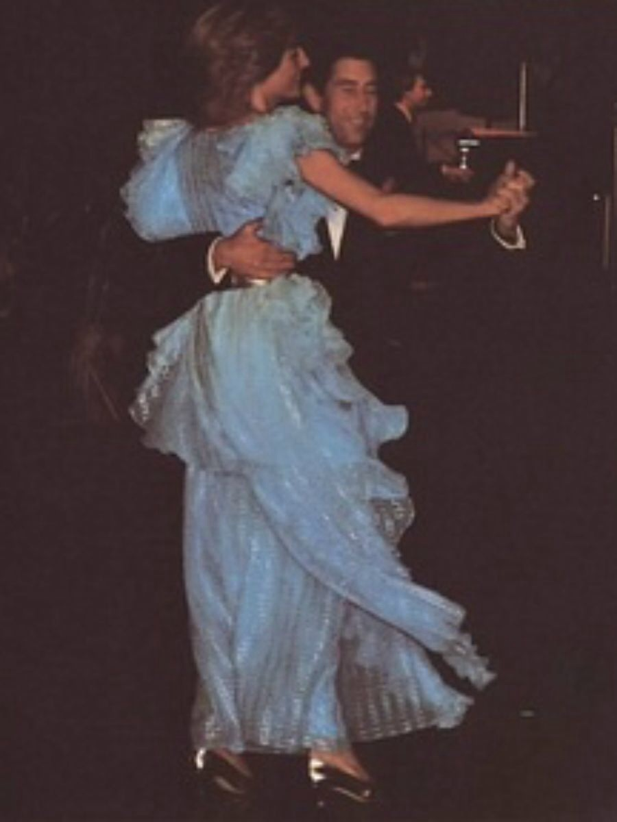 what diana wore day 7 continued sydney australia wentworth hotel ball bruce oldfield shaded bright blue chiffon gown with silver threads and silver sash with king faisal diamond necklace princess diana sydney australia wentworth hotel ball