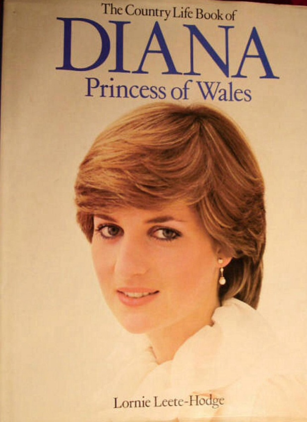 20 JANUARY 1982 BUCKINGHAM PALACE BESEIGED WITH REQUESTS TO REVIEW MANUSCRIPTS FOR FORTHCOMING PRINCESS DIANA BIOGRAPHIES