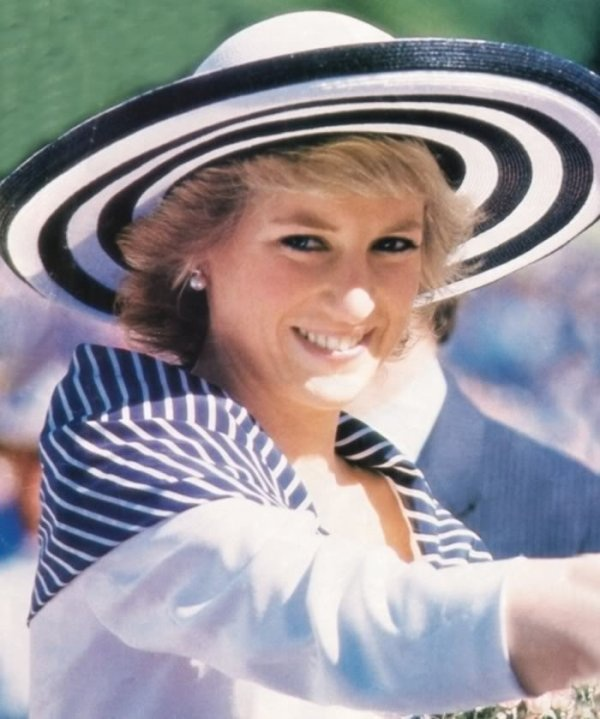 25 JANUARY 1988 PRINCE CHARLES & PRINCESS DIANA ARRIVE IN SYDNEY AUSTRALIA FOR THE BICENTENARY