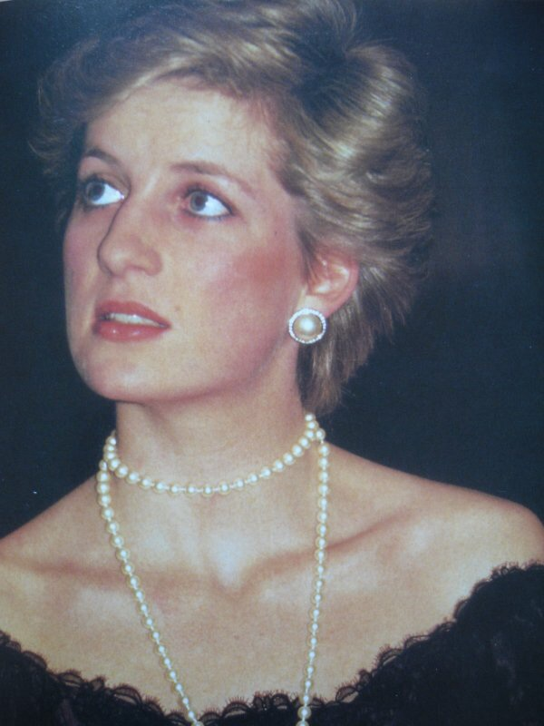 25 JANUARY 1987 Princess Diana attends the Royal Festival Hall London for Krzysztof Penderecki's 'Polish Requiem' Concert