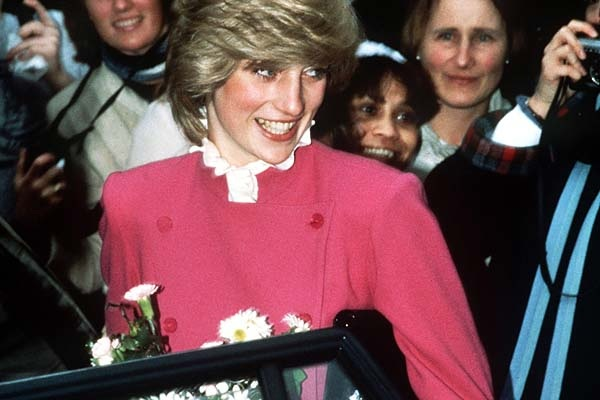 LONDON FASHION WEEK IS IN FULL SWING!  OUR PRINCESS DIANA IN THE PRESS ARTICLE TODAY IS FROM 1985; JASPER CONRAN CLOTHES DIANA!