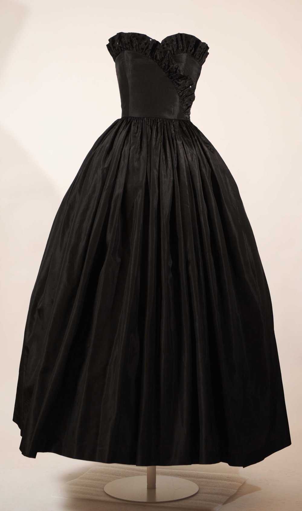 THE DRESS A DAY PROFILE CONTINUES WITH THE BLACK STRAPLESS TAFFETA ...