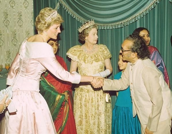 5 APRIL 1990 THE PRINCE AND PRINCESS OF WALES ATTEND THE STATE BANQUET GIVEN BY INDIAN PRESIDENT SRI RAMASWAMI VENKATARAMAN