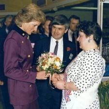 14 APRIL 1988 PRINCESS DIANA AT THE OPENING OF MALTINGS SHOPPING CENTRE ST ALBANS