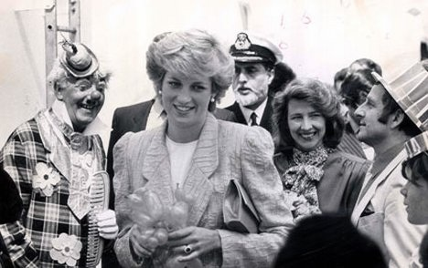 29 April 1987 PRINCESS DIANA JOINS 400 SCHOOL CHILDREN AT THE RELAUNCH PARTY OF THE QEII OFF COWES
