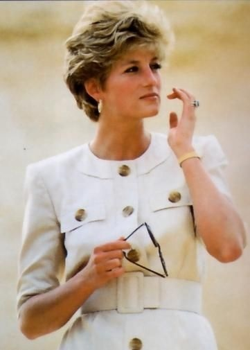 12 MAY 1992 PRINCESS DIANA TOURS THE PYRAMIDS AND THE SPHINX AT GIZA, EGYPT ON A 5 DAY TOUR