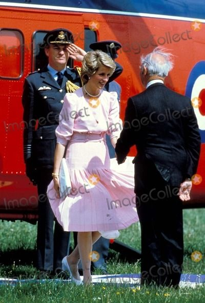 31 MAY 1985 PRINCESS DIANA VISITS THE POOLEMEAD CENTRE FOR THE DEAF IN TWERTON, BATH