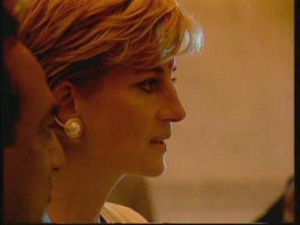 6 JUNE 1997 PRINCESS DIANA VISITS  THE SHRI SWAMINARAYAN MANDIR  HINDU TEMPLE IN NEASDEN,LONDON
