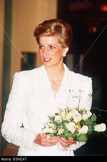 7 JUNE 1989 PRINCE CHARLES AND PRINCESS DIANA ATTEND THE ROYAL GALA PERFORMANCE OF IL TROVATORE AT THE ROYAL OPERA HOUSE, COVENT GARDEN,LONDON