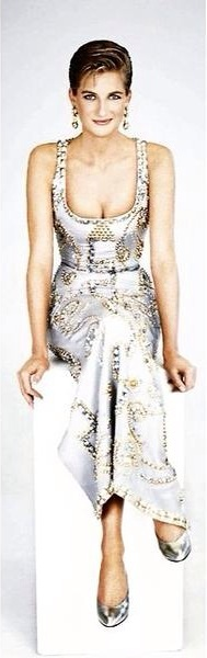 THAT GORGEOUS JEWELLED VERSACE GOWN WORN BY PRINCESS DIANA FOR A PHOTO SHOOT IN 1991 SELLS IN THE USA FOR $200,000!!