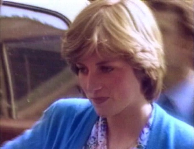 17 JULY 1981 LADY DIANA SPENCER RETURNS TO THE YOUNG ENGLAND KINDERGARTEN FOR THEIR END OF TERM PARTY JUST 12 DAYS BEFORE HERWEDDING