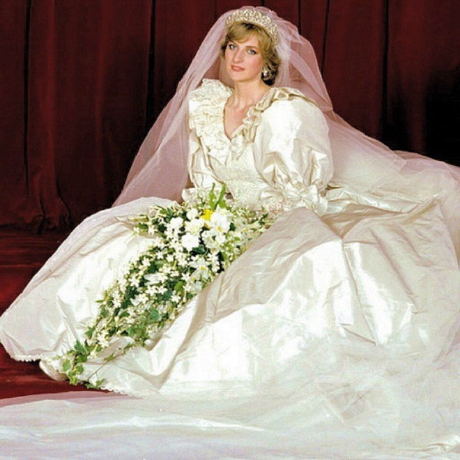 29 JULY 1981 A WEDDING DRESS FOR DIANA