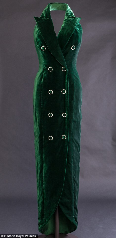PRINCESS DIANA\'S ICONIC BOTTLE GREEN VELVET GOWN STARS IN A NEW ...