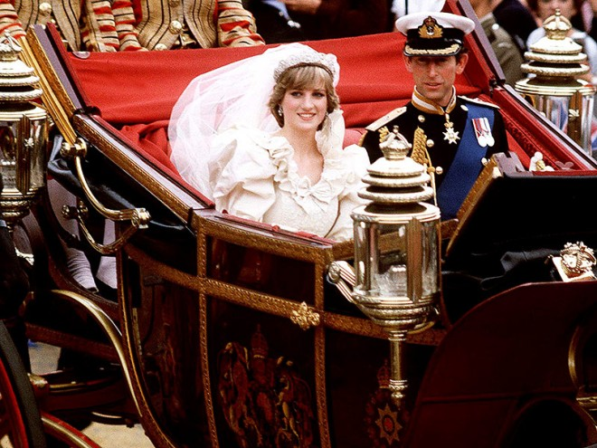Mandatory Credit: Photo By Rex Features PRINCE CHARLES AND PRINCESS DIANA PRINCE CHARLES AND LADY DIANA SPENCER'S ROYAL WEDDING LONDON, BRITAIN - 29/07/1981 PRINCE CHARLES AND PRINCESS DIANA SITTING IN HORSEDRAWN CARRIAGE  prince charles and lady diana spencer's royal wedding london, britain - 29/07/1981  88888i   this copyrighted image must not be used without permission